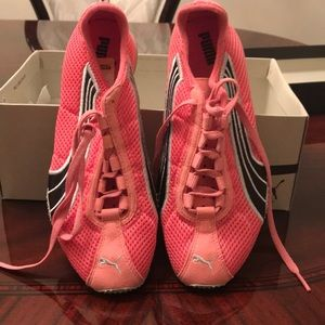 NEVER USED WOMENS PUMA TRAINERS 6 1/2